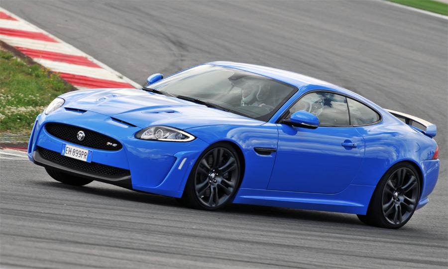 Mit den Verbesserungen und der Leistungssteigerung ist der neue Jaguar XKR-S ein hervorragender Hochleistungssportwagen.