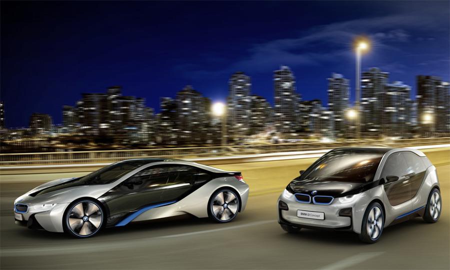 Die beiden futuristischen Elektro-Konzepte BMW i3 und BMW i8 sind Blickfang in der BMW-Halle.