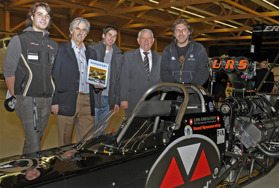 FIA europameister Urs Erbacher brachte den 8000 PS starken Top Fuel Dragster zur Vernissage von RENNSPORT SCHWEIZ mit.