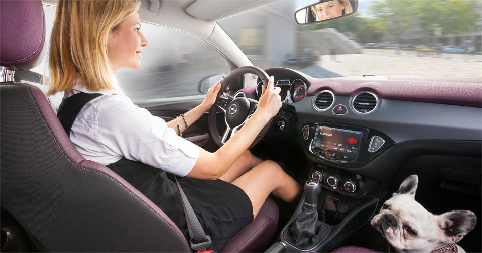 Der kleine Opel Adam ist sehr lifestylig und besitzt ein modernes Multimediasystem mit voller iPhone-Integration