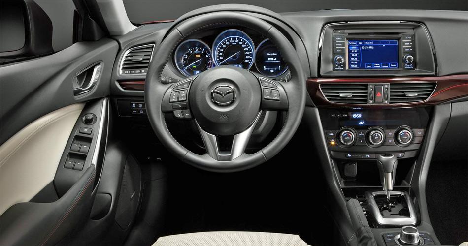 Der neue Mazda6 bietet auch im Interieur modernes Ambiente und hohe Qualität.
