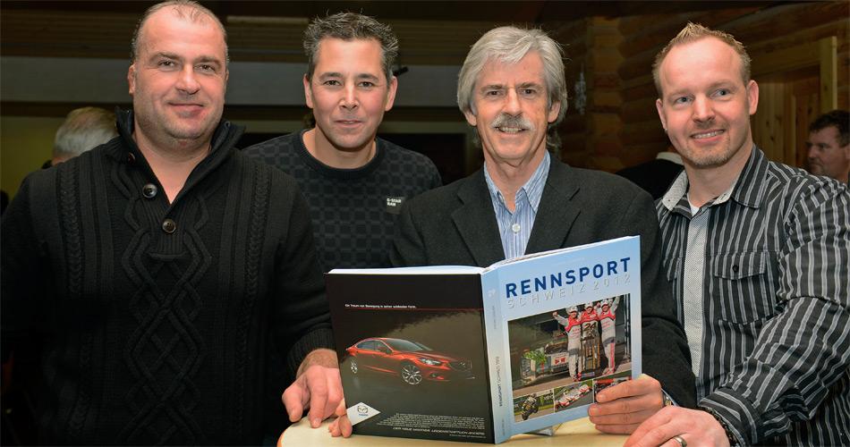 Die Schweizer Rennfahrer Toni Bühler, Christoph Zwahlen und Marcel Steiner (von links) mit Buchautor Stefan Lüscher (Mitte rechts) bei der Präsentation von RENNSPORT SCHWEIZ 2012.
