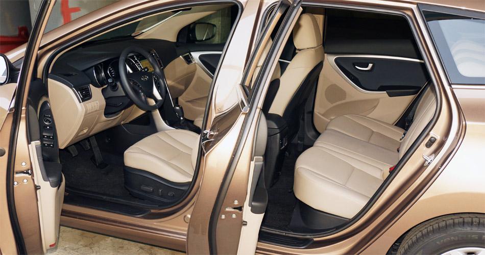 Die Sitze des Hyundai i30 bieten vorne und hinten guten Komfort, Die Platzverhältnisse sind klassenüblich gut.