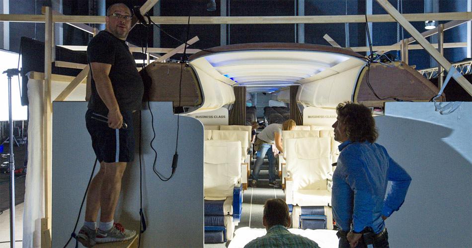 Der Opel Insignia-Werbespot mit Dortmund-Trainer Jürgen Klopp wurde in einer nachgebauten Flugzeugkapine gedreht.