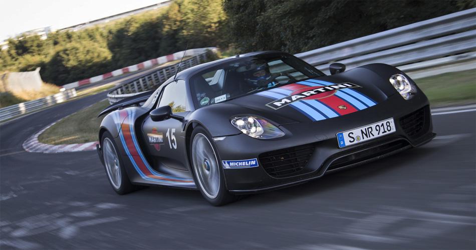 Der Porsche 918 Hybrid verkörpert mit seinem Hybridantrieb eine neue Generation Sipersportwagen.