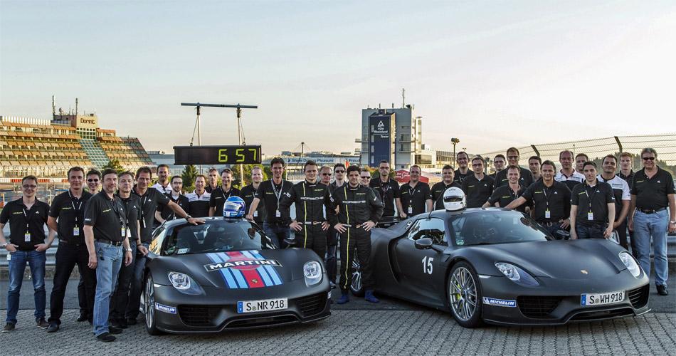 Das Porsche-Team bei der Rekordfahrt mit dem 918 Spyder auf dem Nürburgring