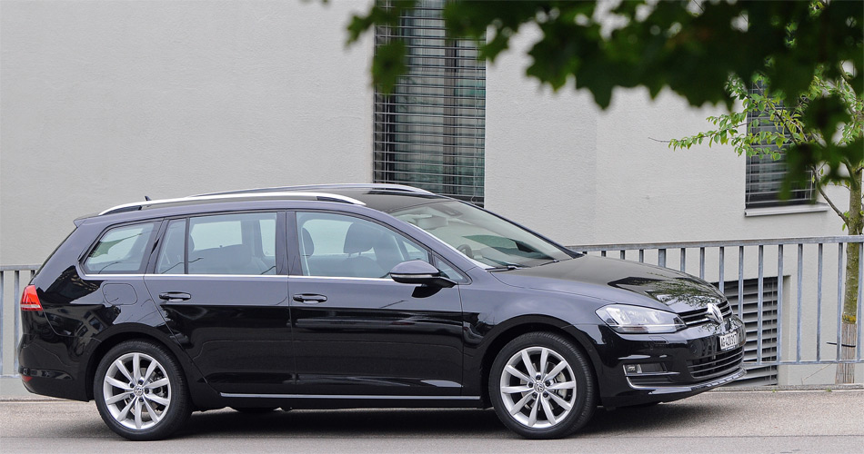 Dank einem längeren Radstand haben sich die Platzverhältnisse und die Proportionen des neuen VW Golf Variant sichtbar verbessert.